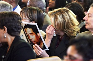 An unidentified mourner wipes away tears at Chauncey Bailey's funeral Aug. 8, 2007 (D. Ross Cameron/The Oakland Tribune)