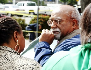 Oakland Post publisher Paul Cobb at the scene of Chauncey Bailey's slaying (D.RossCameron/OaklandTribune)