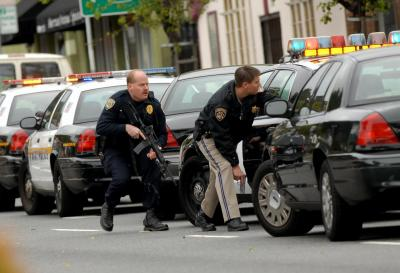 Officers take cover on 73rd Ave. while responding to killings (Rosenstrauch/Bay Area News Group)